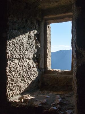 Peyrepertuse stone window